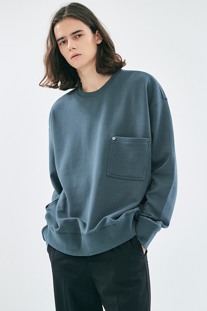 POCKET RIVET SWEATSHIRT